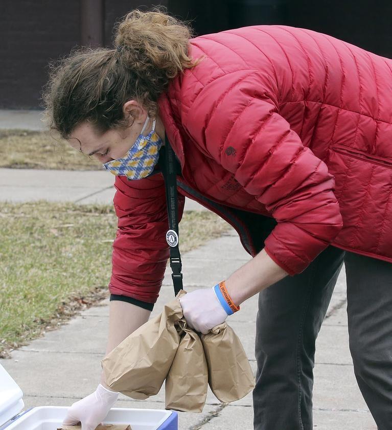 volunteer packing food